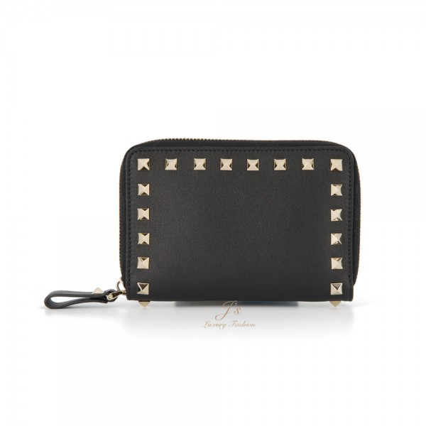 VALENTINO ROCKSTUD MEDIUM ZIPPED WALLET IN BLACK
