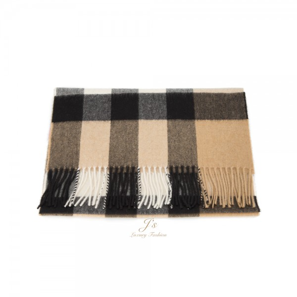 BURBERRY THE LARGE CLASSIC CASHMERE SCARF IN CHECK IN CAMEL
