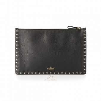 VALENTINO GARAVANI ROCKSTUD LEATHER POUCH IN BLACK GRAINED CALF LEATHER
