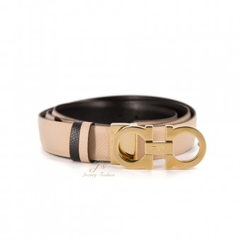 SALVATORE FERRAGAMO ADJUSTABLE AND REVERSIBLE GANCINI BELT IN MACADAMIA/BLACK