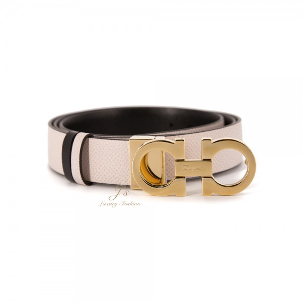 SALVATORE FERRAGAMO ADJUSTABLE AND REVERSIBLE GANCINI BELT IN JASMINE FLOWER/BLACK